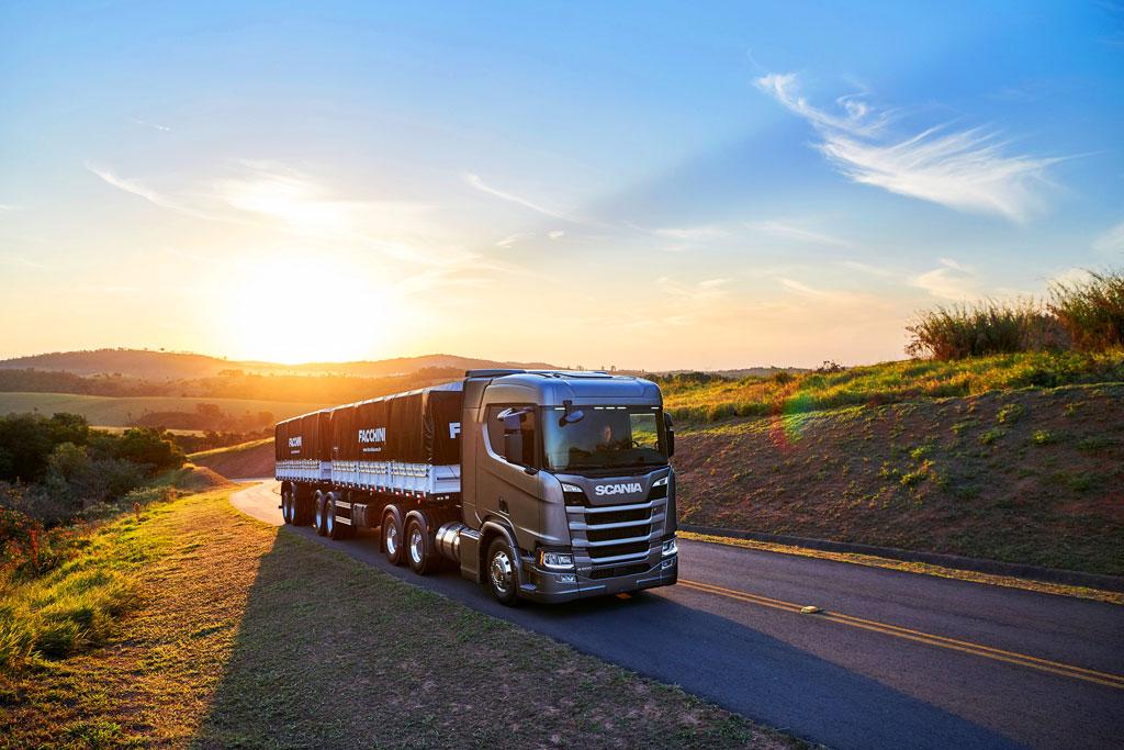 Scania lança acelerador inteligente e caminhões chegam a 20% de economia de combustível.