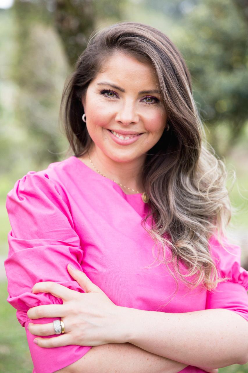 ESPECIAL SEMANA DA MULHER - Conheça Kalinca Monteiro, administradora da Kalinca Transportes.