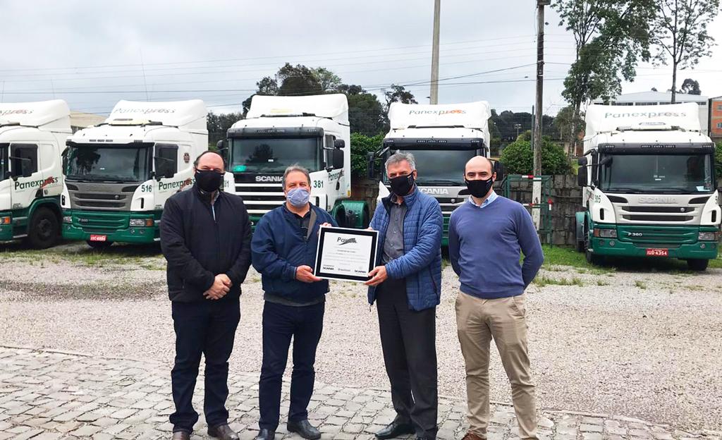 Brasdiesel entrega placa de homenagem aos 70 anos da Transportes Panex