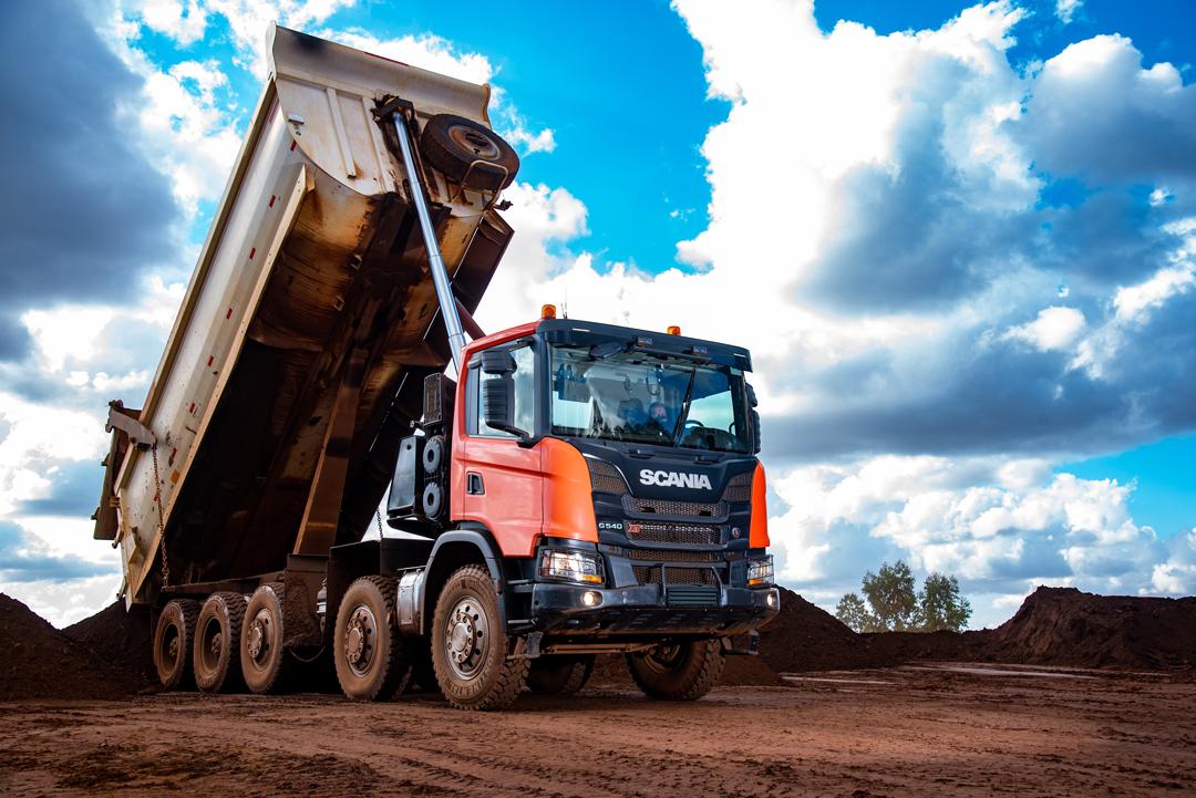 Scania lança caminhão vocacional 10x4 com a maior capacidade de carga para a mineração e a construção pesada