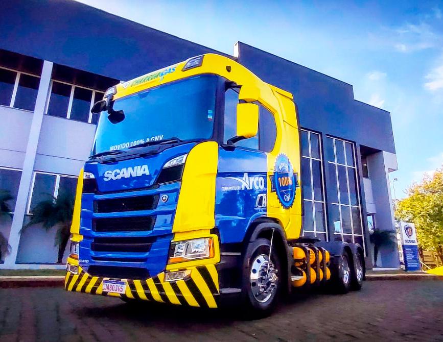 Brasdiesel Lajeadoentrega o primeiro caminhão a GNV/biometano da região Sul para Grupo Charrua