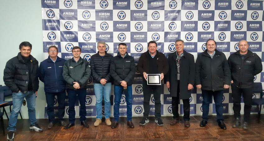 Brasdiesel entrega placa de homenagem aos 40 anos da AMSM - Associação dos Motoristas São-Marquenses.